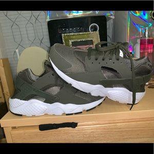 Hurache Shoes